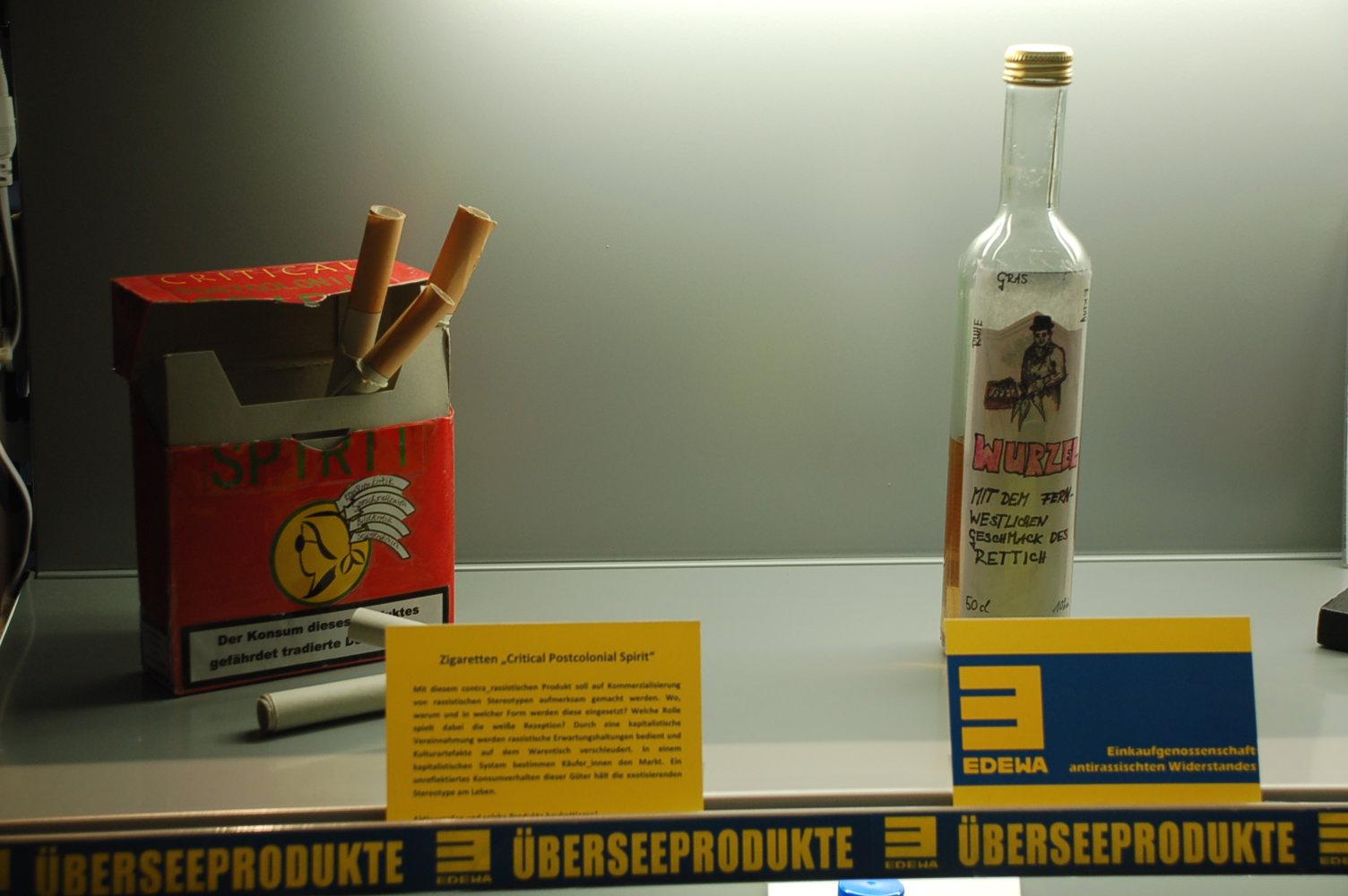 """Produkte """"Critical Postcolonial Spirit"""" und """"Fernwestlicher Wurzelschnaps"""" ©EDEWA"""